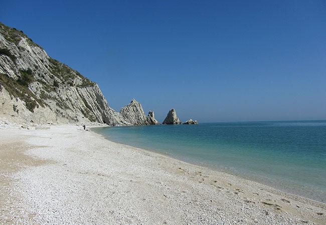 Terra di Mezzo Viaggi - Destinazione - Offerte Marche e Abruzzo