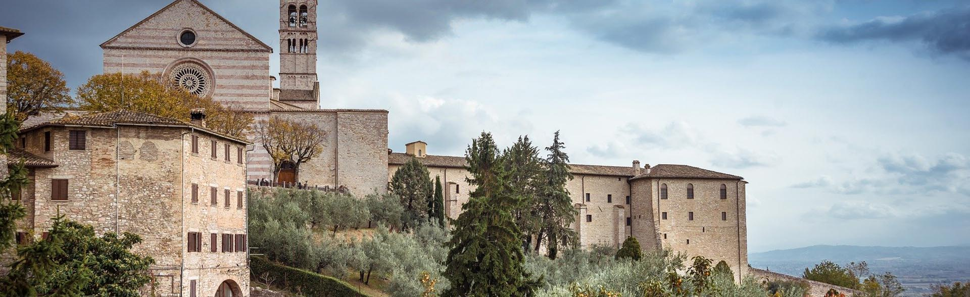 Terra di Mezzo Viaggi - Destinazione -Umbria e Assisi Tour Borghi Italia